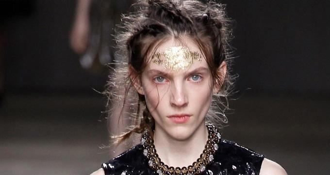maquillaje desfile simone rocha 2014