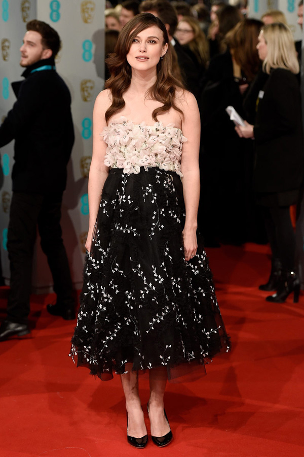 Keira Knightley de Giambattista Valli HC Premios BAFTA 2015