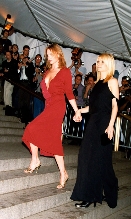 Stella McCartney+Gwyneth Paltrow at the Jackie Kennedy gala 2001