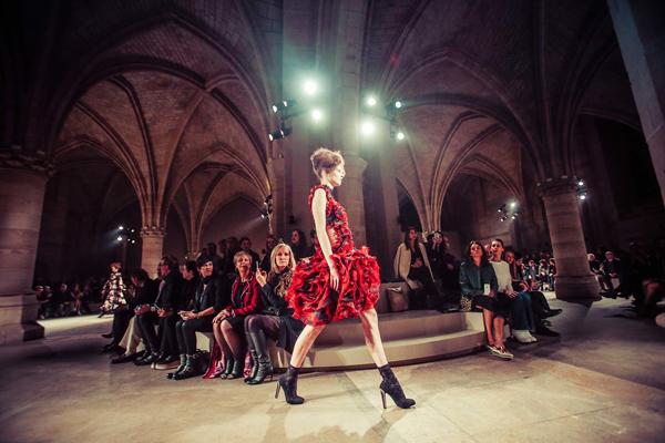 Alexander McQueen Fall 2015 fashion show