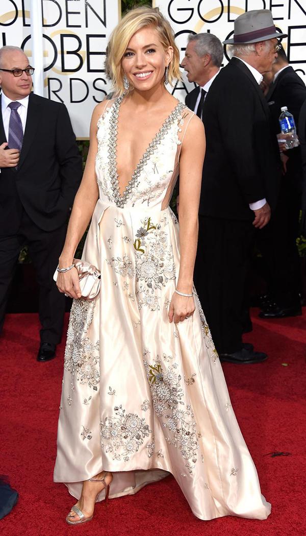 Sienna Miller de Miu Miu Golden Globes